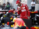 F1 championship leader Vettel wants Red Bull in fight at front