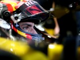 McLaren signs Sainz in multi-year deal