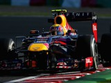 Webber beats Vettel to claim first pole of 2013