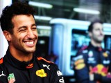 Ricciardo snatches pole away from Verstappen at Mexico