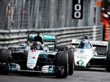 Keke and Nico Rosberg complete father-son demo run in title-winning F1 cars