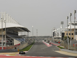 "Russell expecting 'wacky races' from Bahrain's ""bonkers"" outer circuit"
