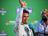 """Russell: """"Fantastic"""" de Vries deserves to be in F1"""
