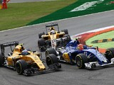 Jolyon Palmer furious over Felipe Nasr clash and penalty at Monza