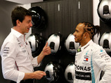 Talks 'progressing' between Hamilton and Mercedes