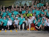 Stars of motorsport pay tribute to Rosberg's retirement