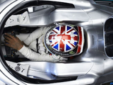 Hamilton explains decision to defy Mercedes team orders