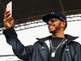 Mercedes: Lewis Hamilton  knows motorbike selfie was wrong
