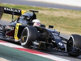 Magnussen pleased with Renault baseline