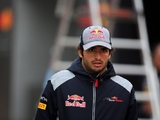 Sainz plays down Renault rumours