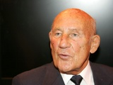 Stirling Moss returns home from hospital after chest infection