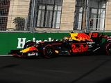 FP2: Verstappen P1 and crashes, Palmer just crashes