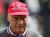 Niki Lauda leaves hospital after lung transplant surgery