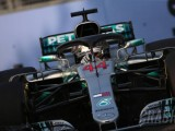 Hamilton predicts three-way fight in Singapore