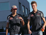 Kvyat confirmed to stay at Toro Rosso in 2017