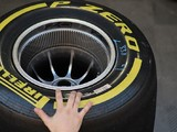 More Formula 1 teams try Mercedes-style wheel spacers in testing