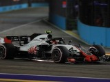 Magnussen Left Confused by Pace Deficit to Grosjean in Singapore