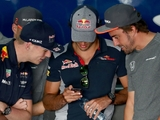 Sainz keeping quiet on imminent Renault move