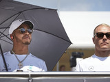 Bottas urged to 'annoy' Hamilton by former Mercedes driver