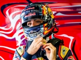 Sainz re-signs with Toro Rosso