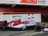 Alfa Romeo unveils 2019 livery on C38 ahead of testing