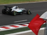 Lewis Hamilton crashes out of FP2