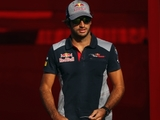Sainz Jr. to keep comments 'more internal'