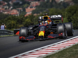 Mercedes puzzled by Red Bull's 'odd' wing choice