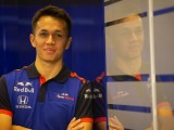 Albon tributes Rossi with 2019 F1 number