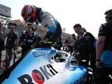 Start panic, lost mirror, broken wing make for hectic Robert Kubica return