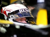 Magnussen targets points on Renault debut