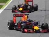 Bitter  Ricciardo rues lost win after  wrong  strategy call