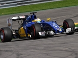 Sauber pair hindered by reliability, debris