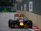 Verstappen flies to P8 at end after tricky start