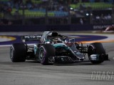 Hamilton clinches Singapore GP pole after Q3 stunner
