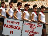 Hamilton backs return of 'grid girls'