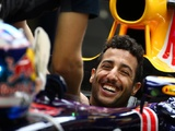 Universal support for halo canopy protection Ricciardo