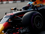 Ricciardo tops first practice at Marina Bay