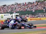 Sainz should keep his distance from me - Kvyat