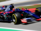 Kvyat driving with 'absolutely no grip'