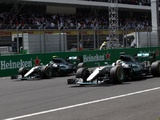 Rosberg takes initiative with F1 world title in sight