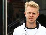 Magnussen in, Maldonado out at Renault