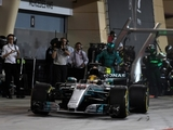 Hamilton apologises for pit lane penalty