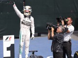 Hamilton back on top with Canada win