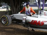Esteban Gutierrez's Haas F1 chassis damaged by crane after crash