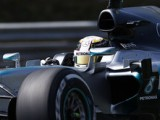 Hamilton sets blistering pace in opening session