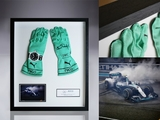 Shop: Nico Rosberg's World Champion gloves