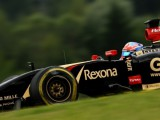 Grosjean to start from pit lane after changes