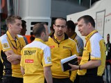 Renault reshuffles management team