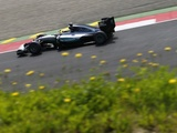 Hamilton took 'risk' before pole lap